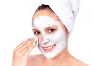 Akne sorunu olan ciltler için bal maskesi